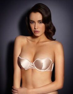 £95 Go strapless for your wedding? Zsi Zsi is an amazing strapless push-up bra, with a deep plunging shape and specially developed underwire, designed to push the breasts in and up. It is made from super smooth silk satin and has crisscross rouleaux-style lacing between the cups.
